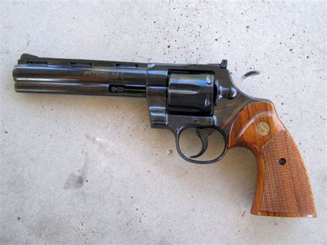 Revolfer Pyton educational zone 88 the colt python 357 magnum revolver the box o