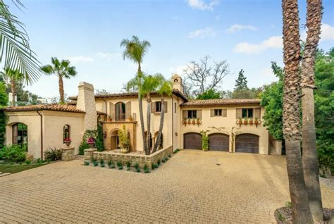 Miley Cyrus S House by Miley Cyrus Lists Family Home For 5 9 Million Luxuo