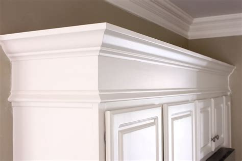 cohesive kitchen cabinets 39 crown molding design ideas uncrowded crown style 39 crown cohesive kitchen cabinets