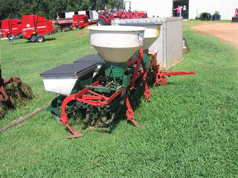 2 row planter used 2 row planter cultivator with fertilizer hopper