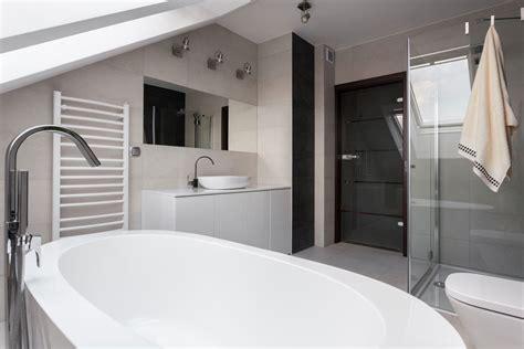 arredare un sottotetto mansarda creare o ristrutturare un bagno nel sottotetto mansarda