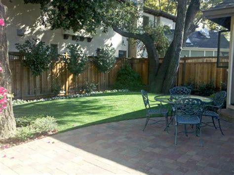 texas backyard ideas fake grass bedias texas fake grass for dogs backyards