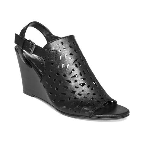 Sendal Wedges Lasser report sansa laser cut wedge sandals in black lyst