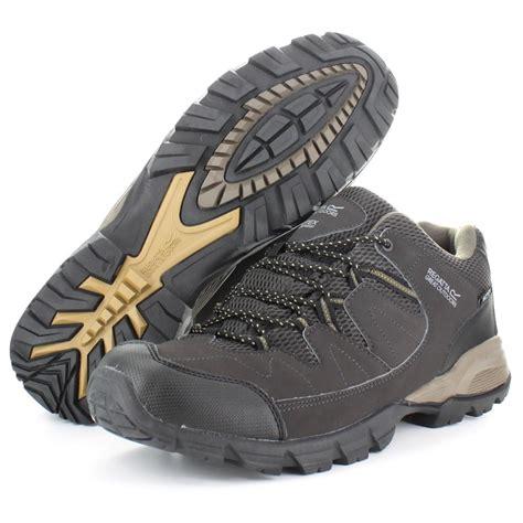 regatta mens holcombe low leather waterproof walking shoes