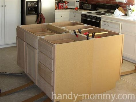 Diy Build Kitchen Cabinets by Best 25 Build Kitchen Island Ideas On Diy
