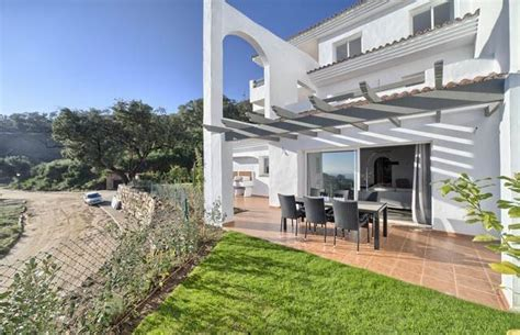 quality apartment for sale in la mairena marbella east