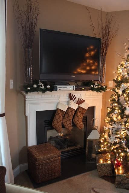 Decorating Around A Fireplace by 1000 Ideas About Tv Decor On Shelf Above