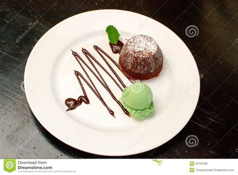Food Plate Decorating Ideas by Delicious Chocolate Souffle With And Topping