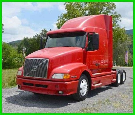volvo semi truck sleeper volvo vnl sleeper cab 2000 sleeper semi trucks