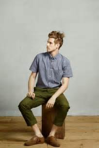 what color shirt goes with olive green green and olive style for