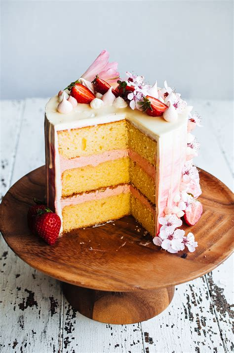 Wedding Cake Extract by Strawberry And Vanilla Bean Cake
