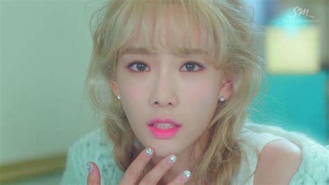 Photocard Taeyeon Dear Santa girls generation tts taeyeon dear santa inspired nails nails at home