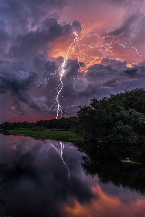 sun and lighting 10 most epic thunder see extraordinary pictures