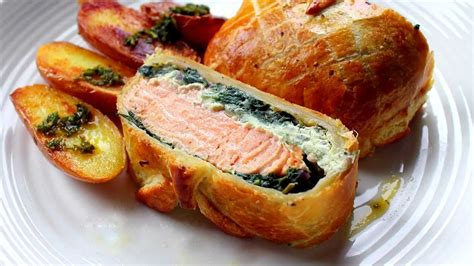 Reader Recipe Salmon With Puff Pastry And Pesto by Salmon En Croute Recipe