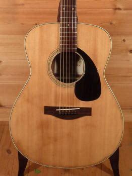 小ぶりなフォークサイズのため弾き易く バランスの良い鳴りが楽しめるギターです