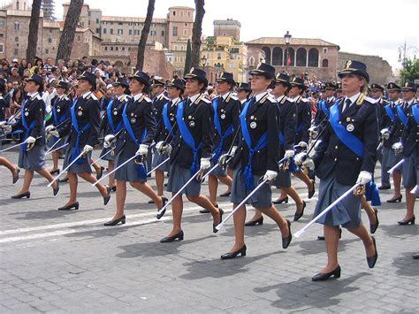reparti mobili carabinieri sicurezza svolta in polizia donne in reparti mobili
