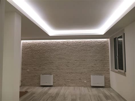 illuminazione led casa strisce led per illuminare una stanza