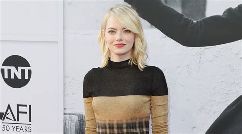 emma stone just jared emma stone returns to the red carpet after her oscar win