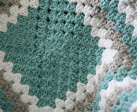 Square Daily Baby Blue free pattern tutorial never ending crochet