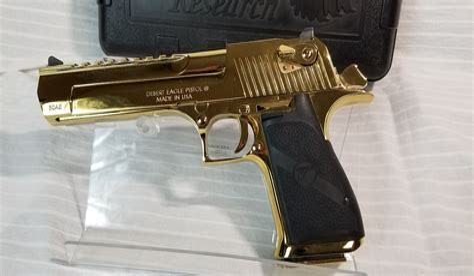 Desert-Eagle .44 Magnum Vs Desert Eagle Mw2.