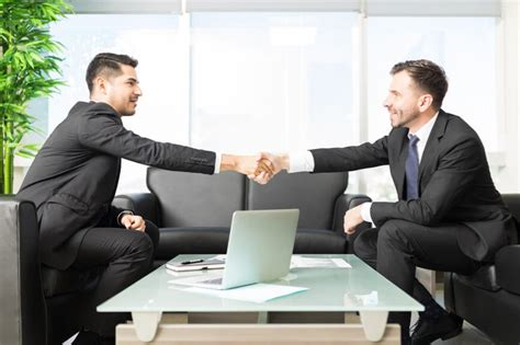 [click]10 Best Job Interview Tips For Job-Seekers Livecareer.