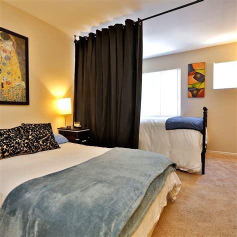 108 x 56-108 Muslin Hanging Medium B Room Divider