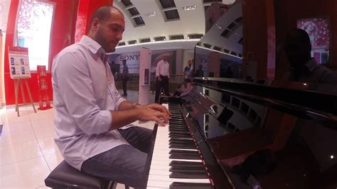 [click]amazing Pianist Surprises People At A Mall .