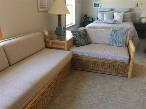 Bahama Beds With Corner Table