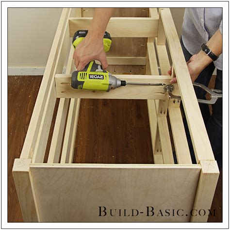 Building A Basic Chest Of Drawers