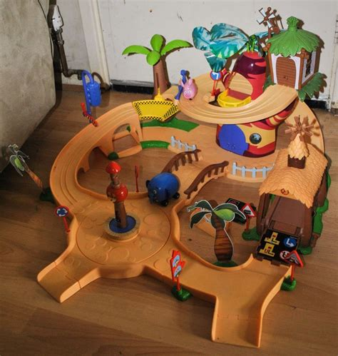 [click]disney Jungle Junction Playset.