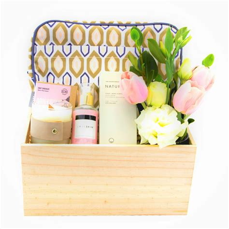 Gift Baskets For Women, Pamper Gift Basket Ideas For A Woman.
