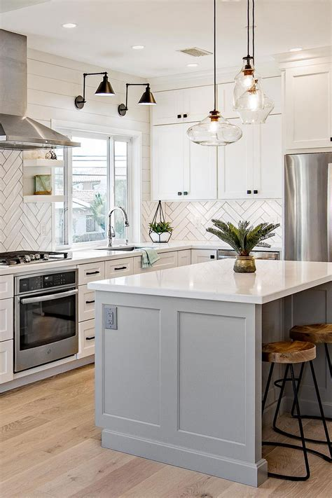 Kitchen Tile With White Cabinets