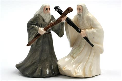 Lord Of The Rings Salt And Pepper Shakers - Neatorama.