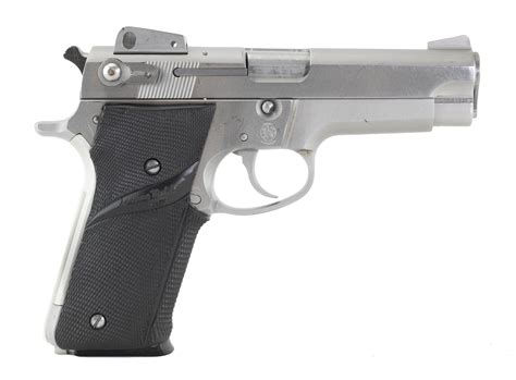 Pistols  Smith  Wesson.