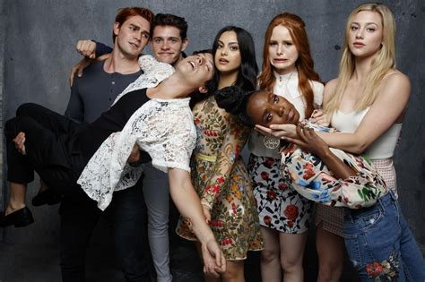 Riverdale Cast & Showrunner On Killer Reveal And Bughead Collider.