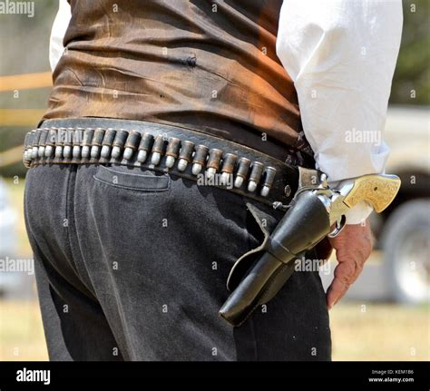 Single Action Revolver Stock Photos And Images - Alamy Com.