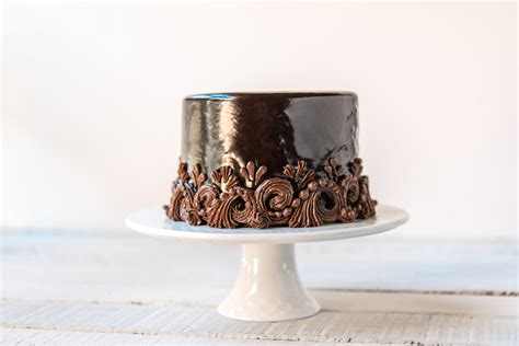Tips For Drool-Worthy Cake Photos - Bluprint.