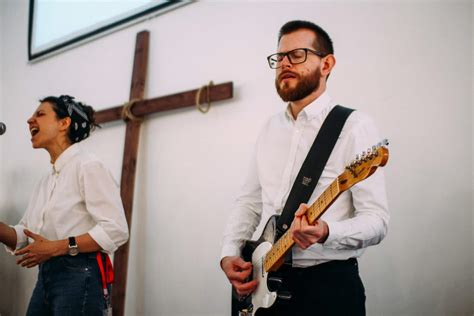 [click]worship Guitar Lessons  Christian Guitarists.