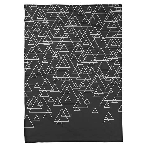 Avicia Scattered Triangle Fleece Blanke by
