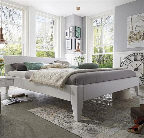 Bett Weiß 200x200