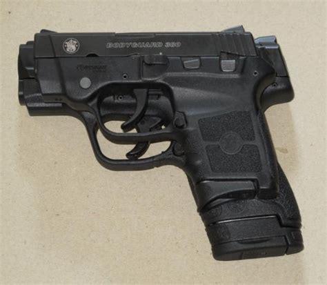 Gun-Shop Bodyguard Vs 9mm.