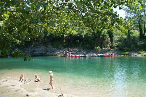 Camping Met Rivier En Zwembad Zuid Frankrijk