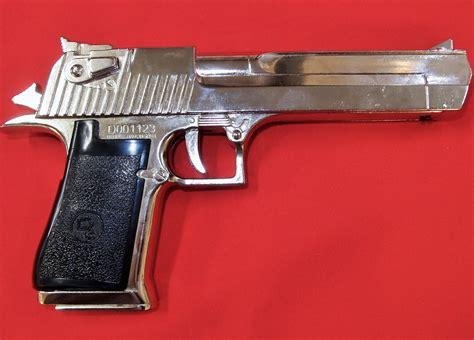 Desert-Eagle Denix Desert Eagle Replica Pistol.