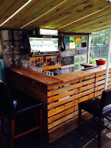 diy wooden pallet bar