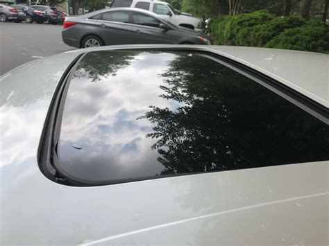 Taurus-Question Does A 2008 Ford Taurus Have A Sunroof.