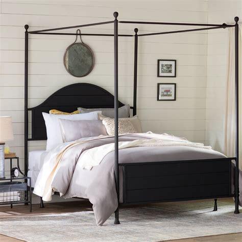 Eglantier Canopy Bed