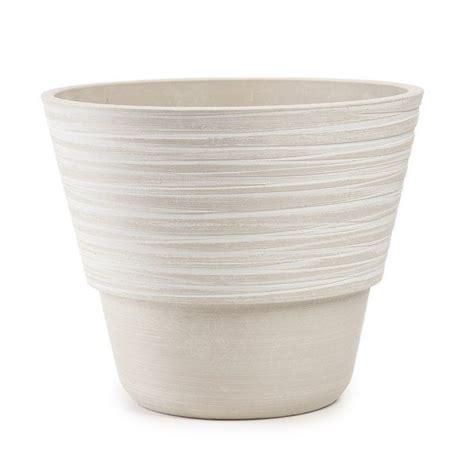 Elliott Plastic Pot Planter