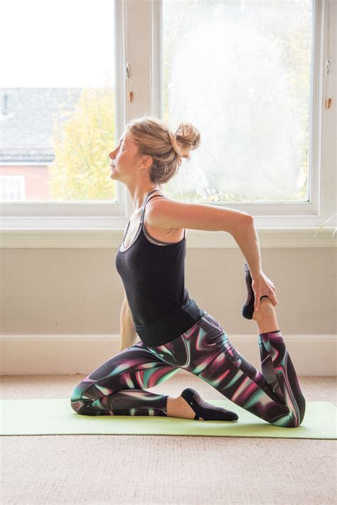 extremely tight hip flexors and glutes stretch marks