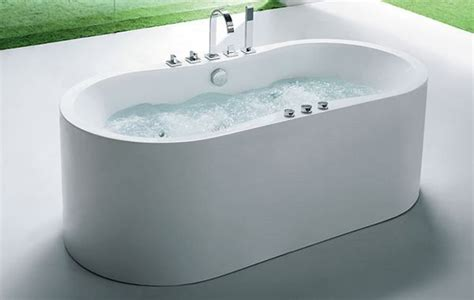 Freestanding Whirlpool Tub Offers An Ample Deck Space For .