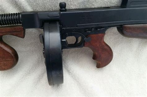 Tommy-Gun Gangster Tommy Gun Replica.